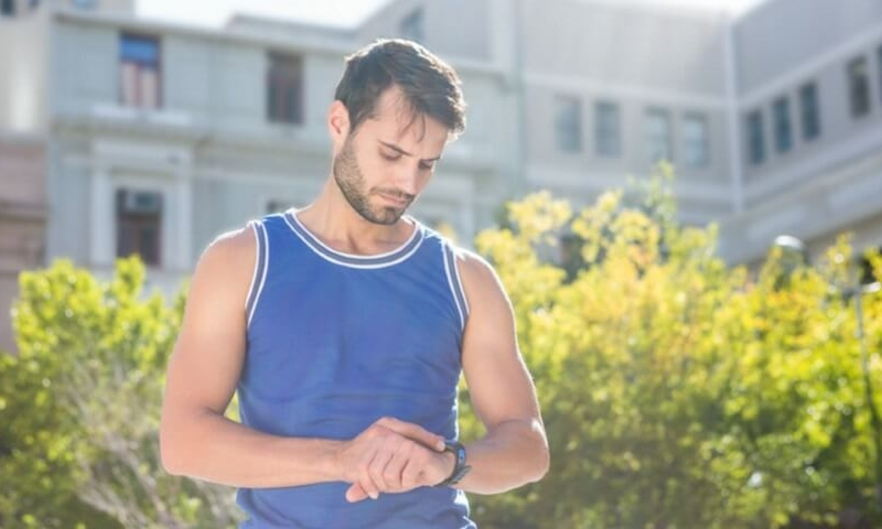 How to use a heart rate monitor for measuring resting heart rate and for workouts